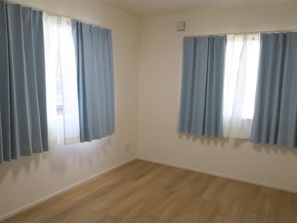オーダーカーテンと既製カーテンどっちにするか
